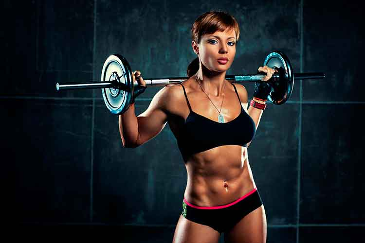 woman losing weight by lifting weights